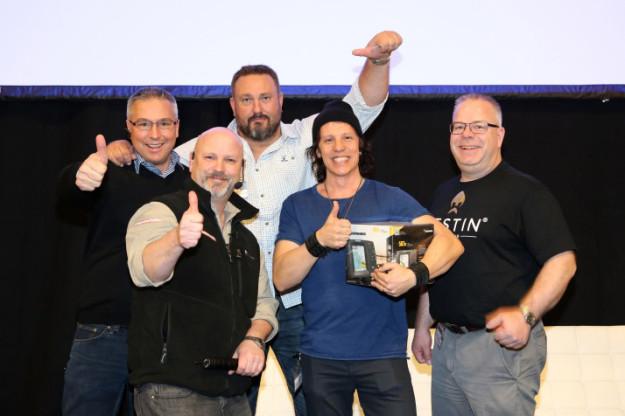 Vinnaren Nicka Hellenberg med juryn. Foto: Pär Lindberg/+FishEco